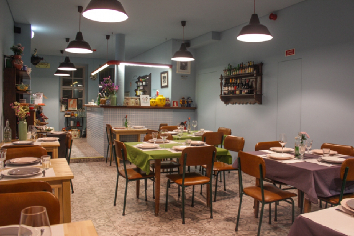 retro kitchen. If You Like Unpretentious Restaurants And A Great Setting  Visit This Retro Couple On Anjo Street Number 96 Retrokitchen Braga Cool
