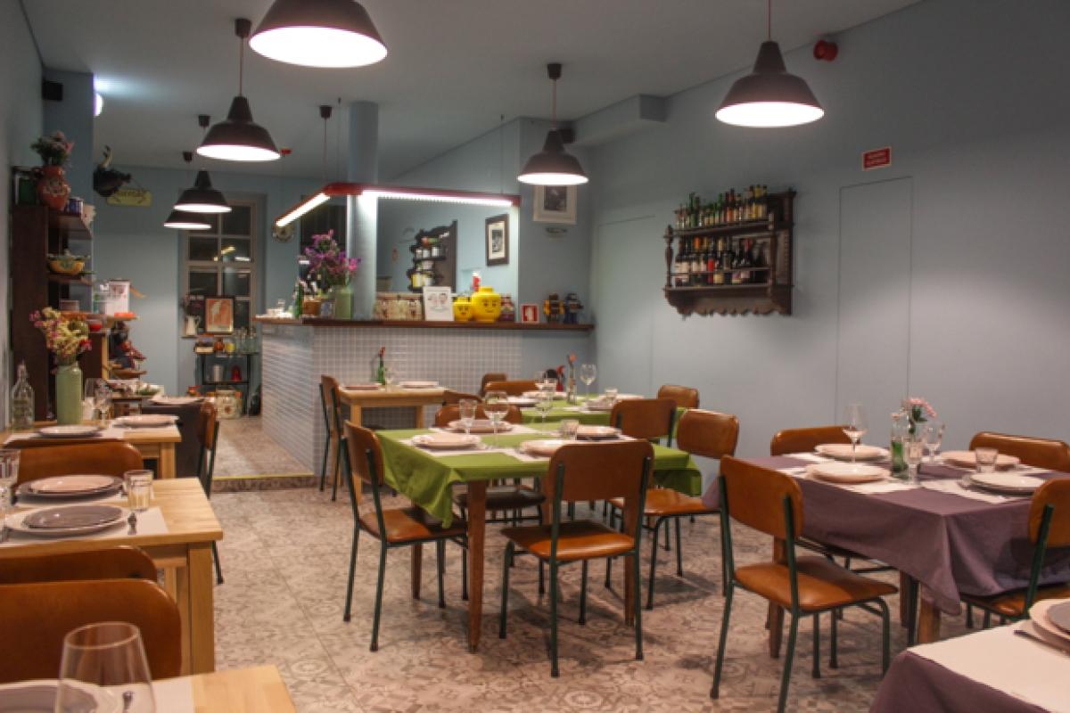 Elegant Se Gosta De Restaurantes Despretensiosos E Com Bom Ambiente, Visite Este  Casal Retro Na Rua Do Anjo, Número 96.